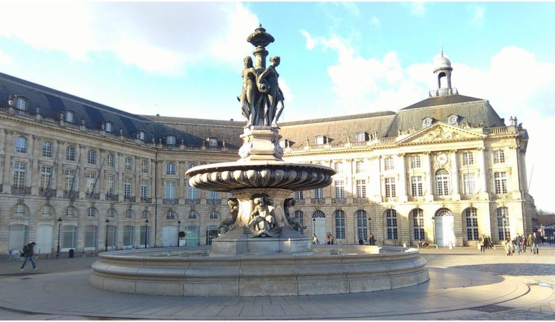 Agence immobilière à Bordeaux la-Place-de-la-Bourse-a-Bordeaux-scaled