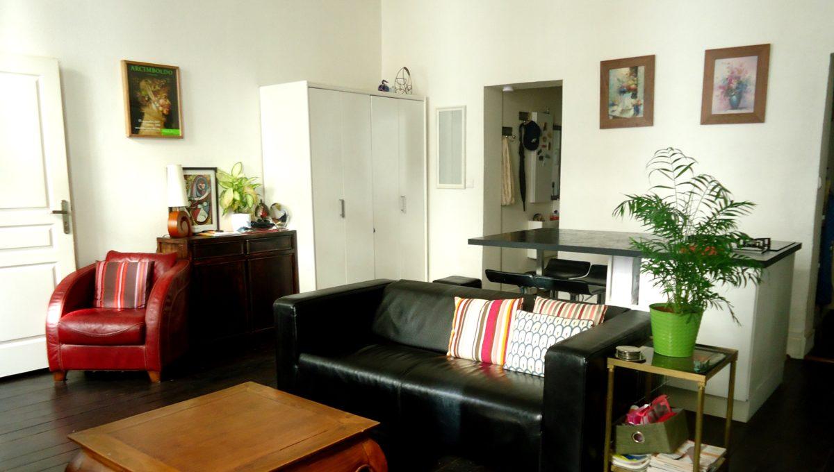 A vendre appartement T3 avec balcon à Bordeaux