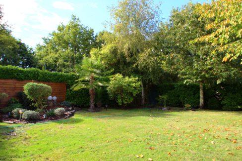 Jardin arboré pour cette maison en vente à Cestas