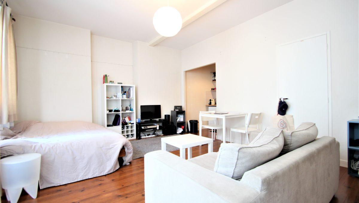 1. A vendre Studio T1 appartement à Bordeaux - Place camille Pelletan - Agence immobilière Bordeaux Clés en Main (1)