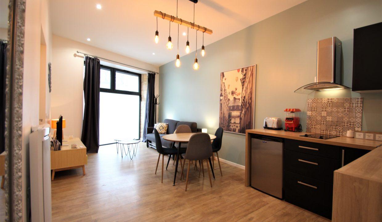 2. Local commercial à vendre - location meublée non professionnelle - Bordeaux clés en main