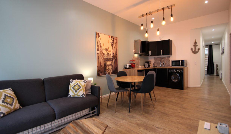4. Local commercial à vendre - location meublée non professionnelle - Bordeaux clés en main