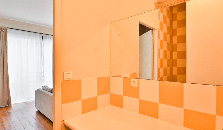 7-studio-meublé-douche-agence-immobilière-bordeaux-clés-en-main