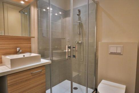 7-agence-immobilière-bordeaux-clés-en-main-salle-de-bain-studio-T1