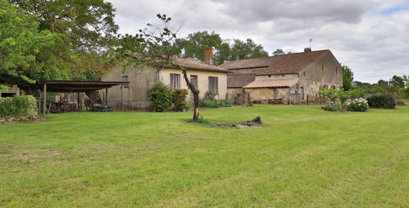 Agence immobilière à Bordeaux - Ancien corps de ferme à rénover